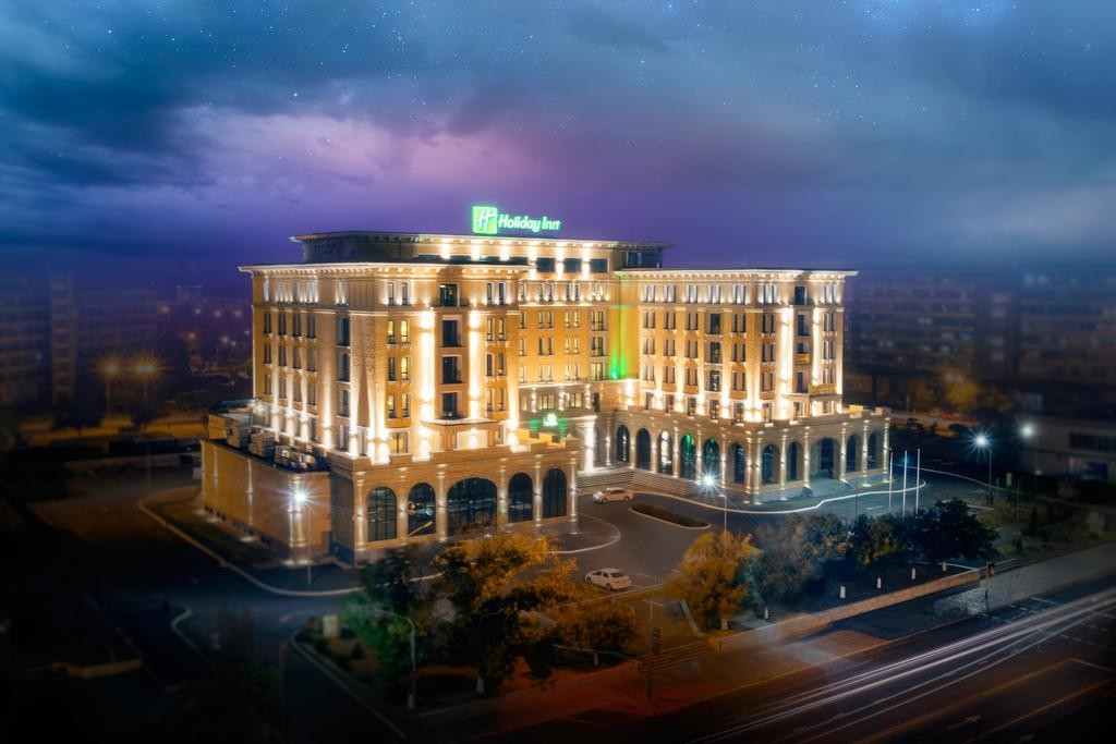 Holiday Inn Aktau 4*